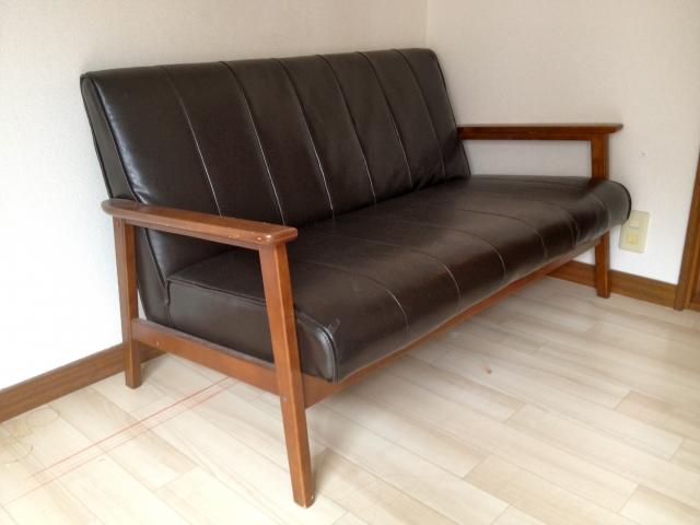本革ソファーの手入れ方法|クリーナーとクリームでひび割れを防ごう!