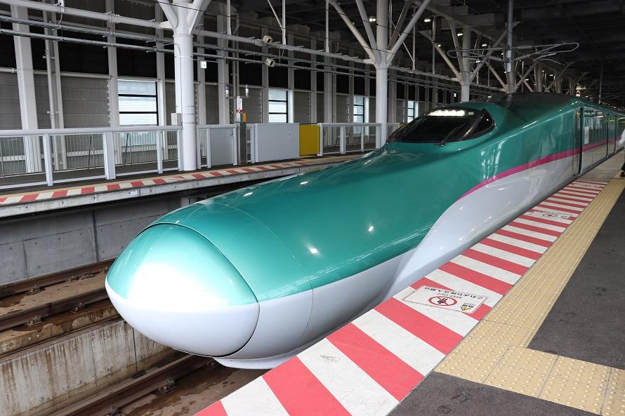 新函館北斗駅で見た東北新幹線はやぶさの車両