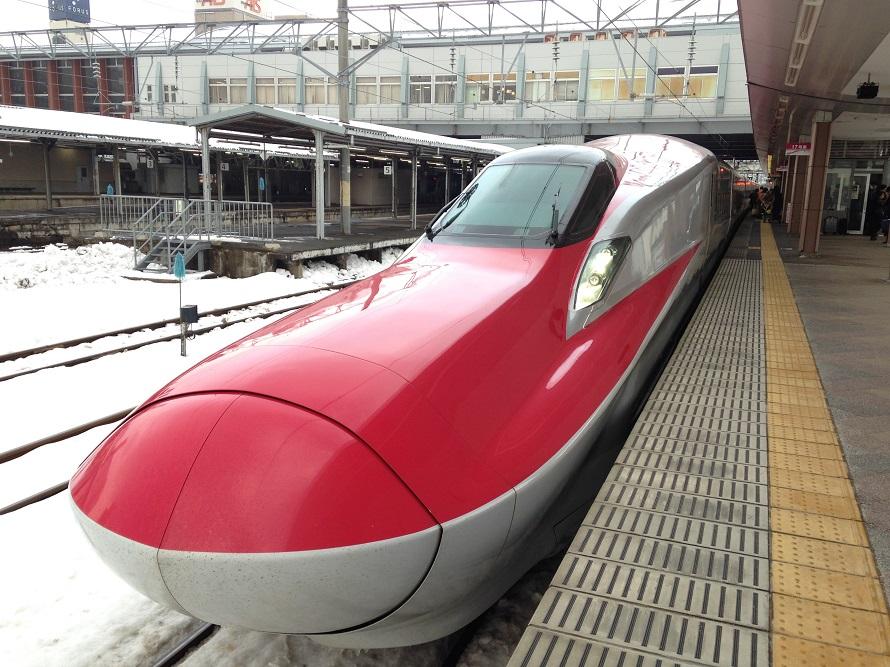 秋田駅で見たスーパーこまち車両