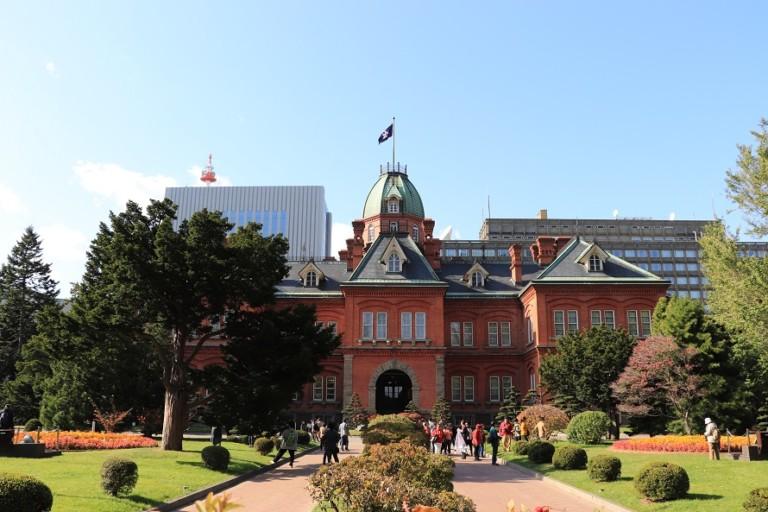 赤れんが庁舎(北海道庁旧本庁舎)の紅葉とアカプラのイチョウ並木は必見!